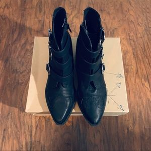 Black ankle boots - like new!! Make me an offer (: